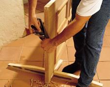 Как подрезать дверь снизу своими руками 70