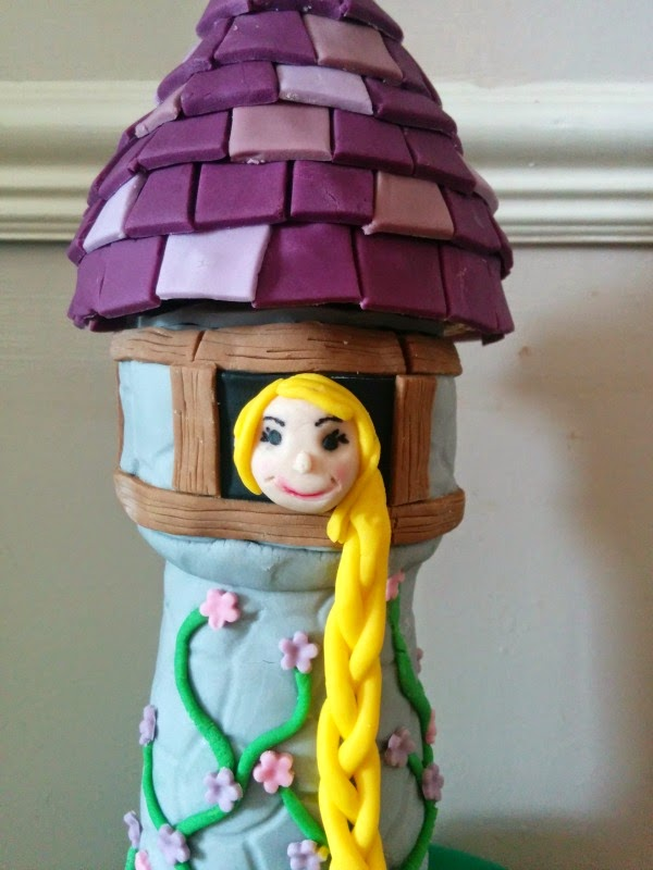 Rapunzel Tangled Cake  / mylittlekitchenblog.co.uk