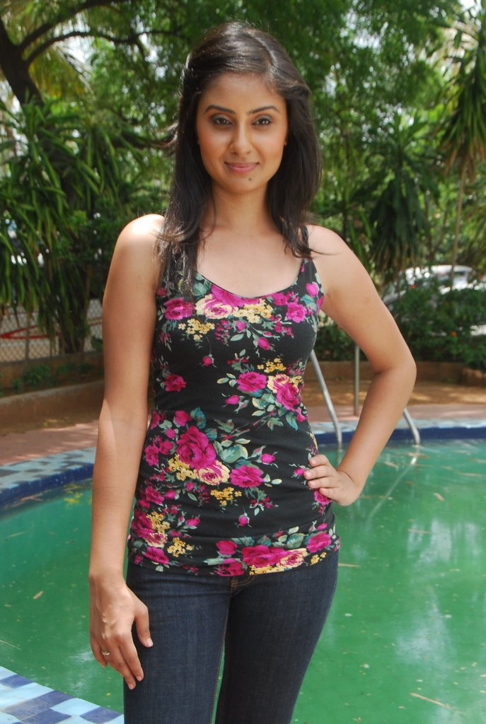 http://4.bp.blogspot.com/-KFSb06QCAyI/TgXH74p1ihI/AAAAAAAAbKs/ulkuZRkg_j0/s1600/Bhanu+Sri+Mehra+2.jpg