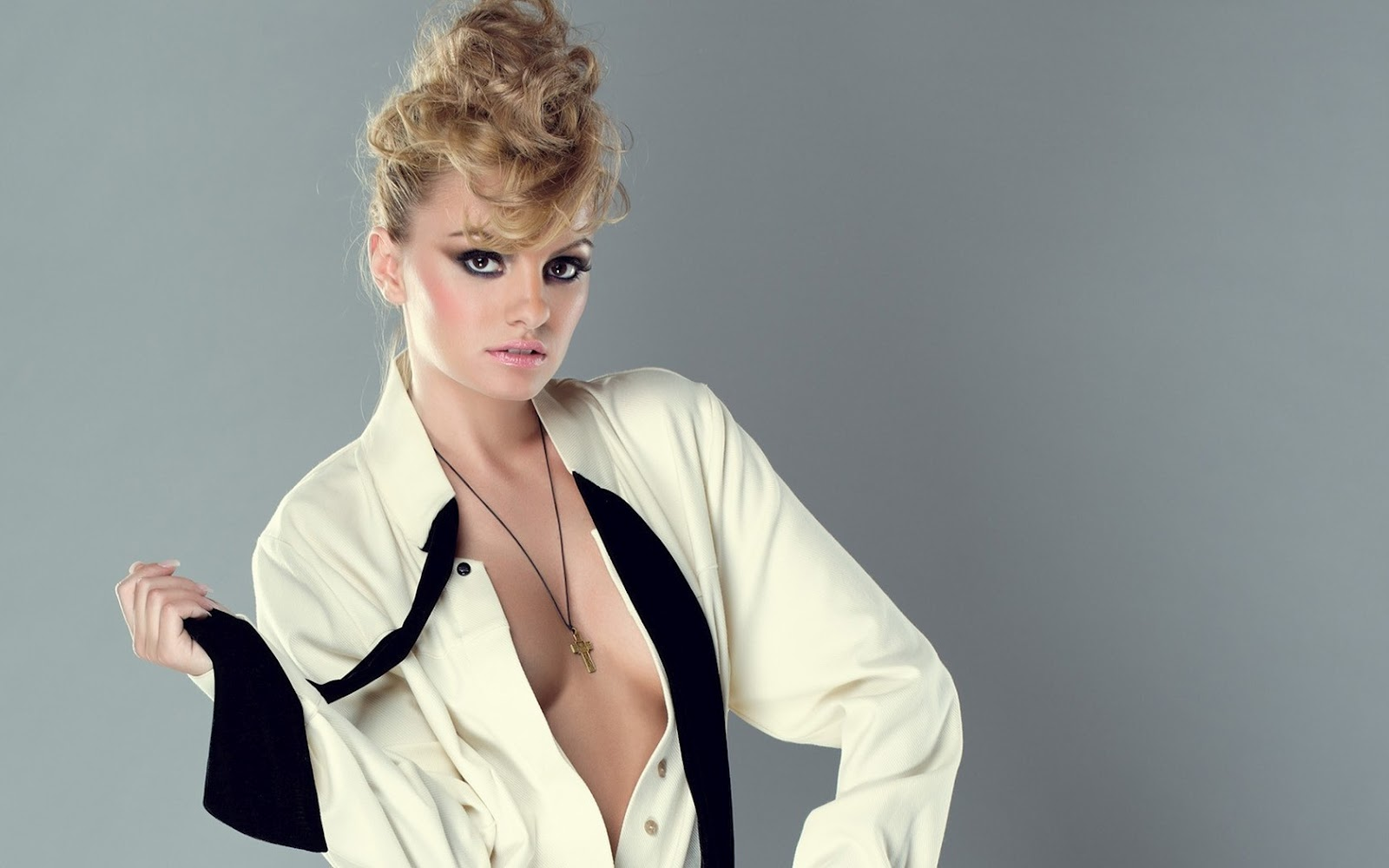 See more Alexandra Stan photos here