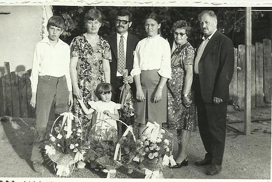40 évesek találkozóján Szász Károly családja Alsósófalva 1985. aug. 23.
