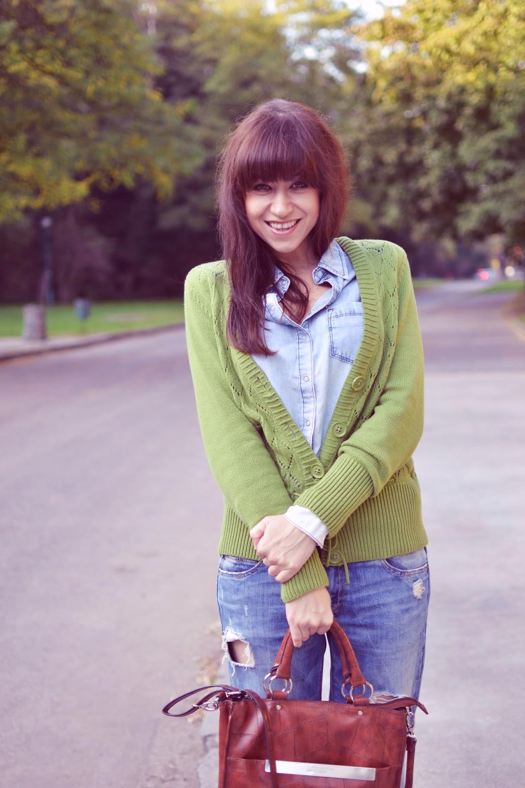 Stovky zrkadiel_Katharine-fashion is beautiful_Denim on denim_Roztrhané džínsy_Katarína Jakubčová_Fashion blogger