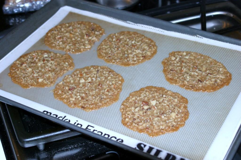 Menu Musings of a Modern American Mom: Pecan Praline Lace Cookies
