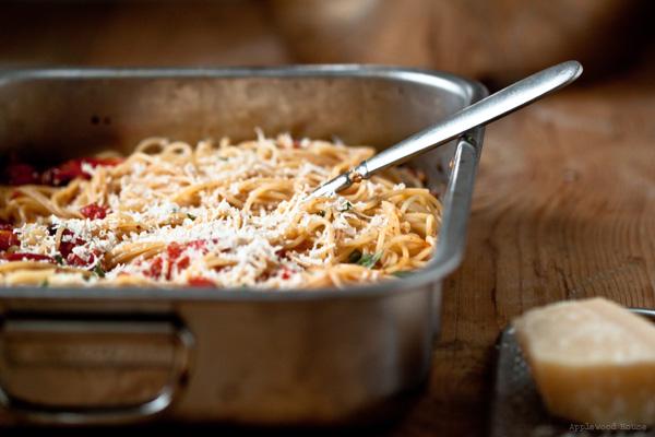 Pasta Tomate Knoblauch Parmesan