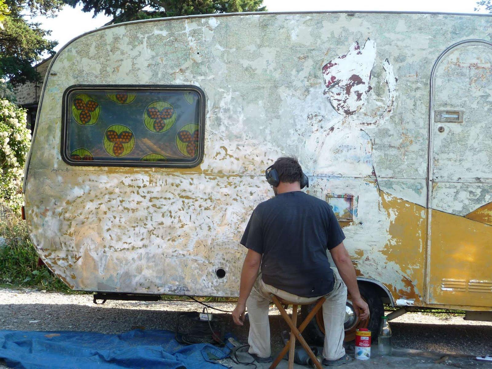ATELIER DES ZARKYROUL: Restauration de la caravane, ponçage
