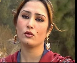 Saima Naz Pashto Cute Singer Wallpaper while singing