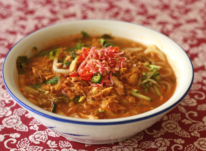 Penang's famous Asam Laksa - family recipe by SeasonWithSpice.com