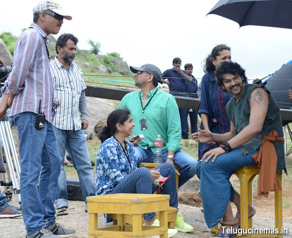Baahubali movie stills,Baahubali photo gallery,Baahubali pictures,Baahubali images,Baahubali gallery,Baahubali prabhas photos,Bhaahubali working stills,Baahubali on location photos,Baahubali photos on shooting location ,SS Rajamouli Baahubali pictures,Telugucinemas.in