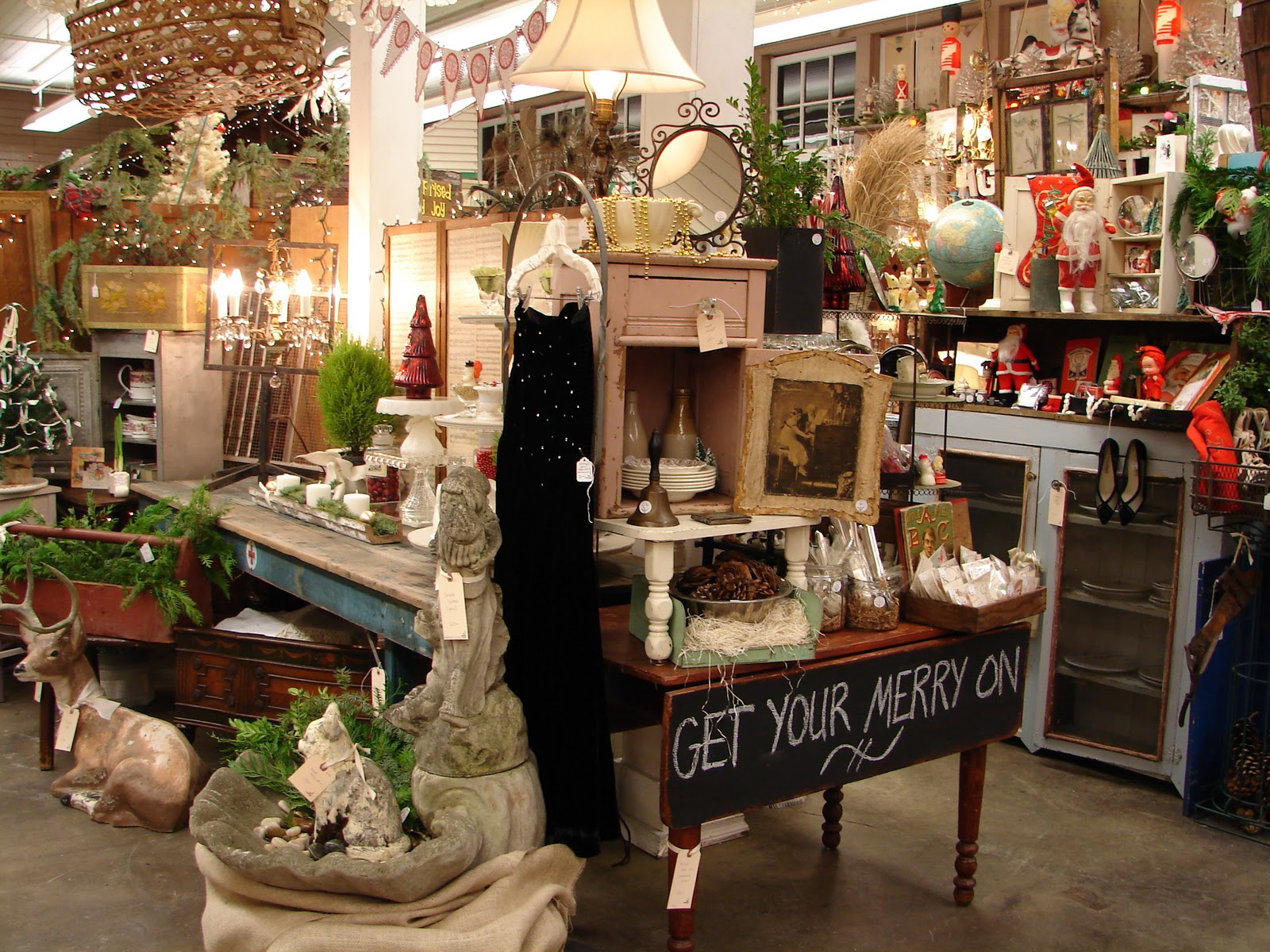 Monticello antique marketplace an amazing christmas show for Antique marketplace