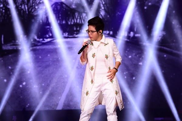 Sơn tùng '' đổi hit'' để lên sân khấu cho buổi trao giải liveshow 6