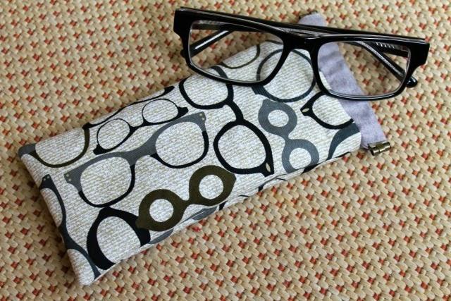 funda para gafas con apertura con fleje de metal handmade por Funkypatch