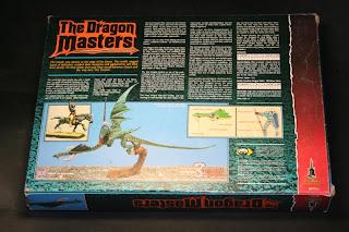 Contraportada de la caja del Dragon Masters
