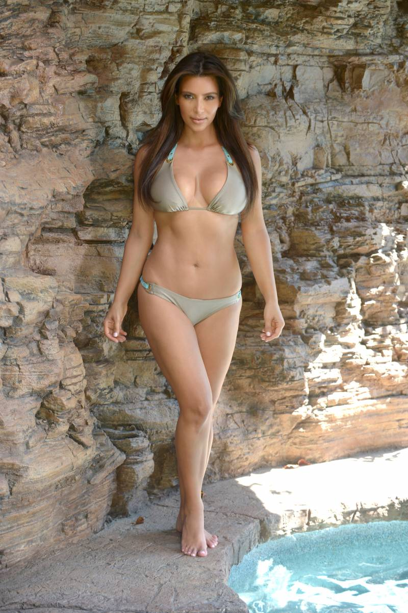 Kim Kardashian barefoot in the pool