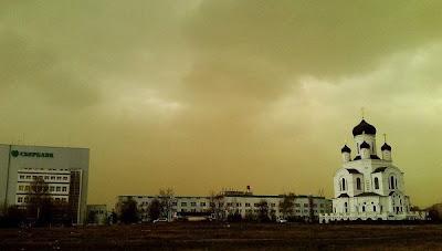 extrañas nubes verdes en moscu rusia