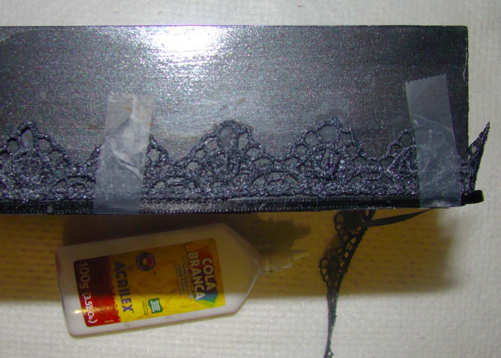 Caixa preta e branca: renda fita e biju EntreArtes #B79C08 1600x1146