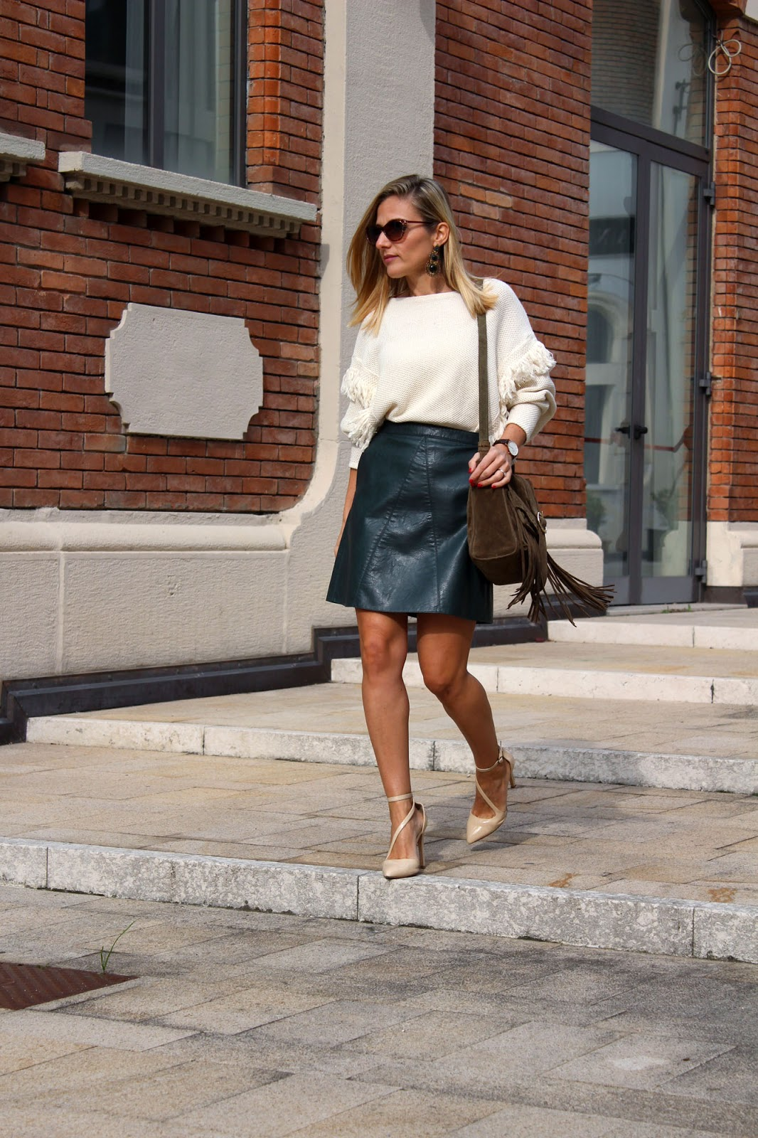 Eniwhere Fashion - green skirt and a fringe bag