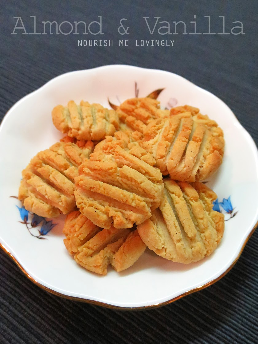 Almond and vanilla tea biscuit