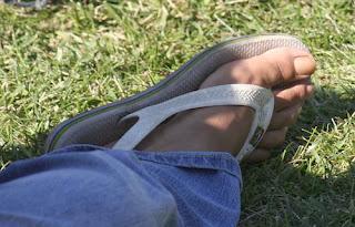 Homem usando Havaianas Trekking - Pés Masculinos - Male Feet