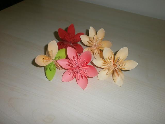 renkli kağıttan çiçek yapımı