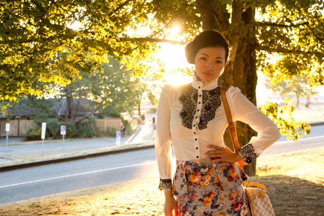 how to pair the floral print, white dress shirt with black lace detail and floral skirt, street fashion