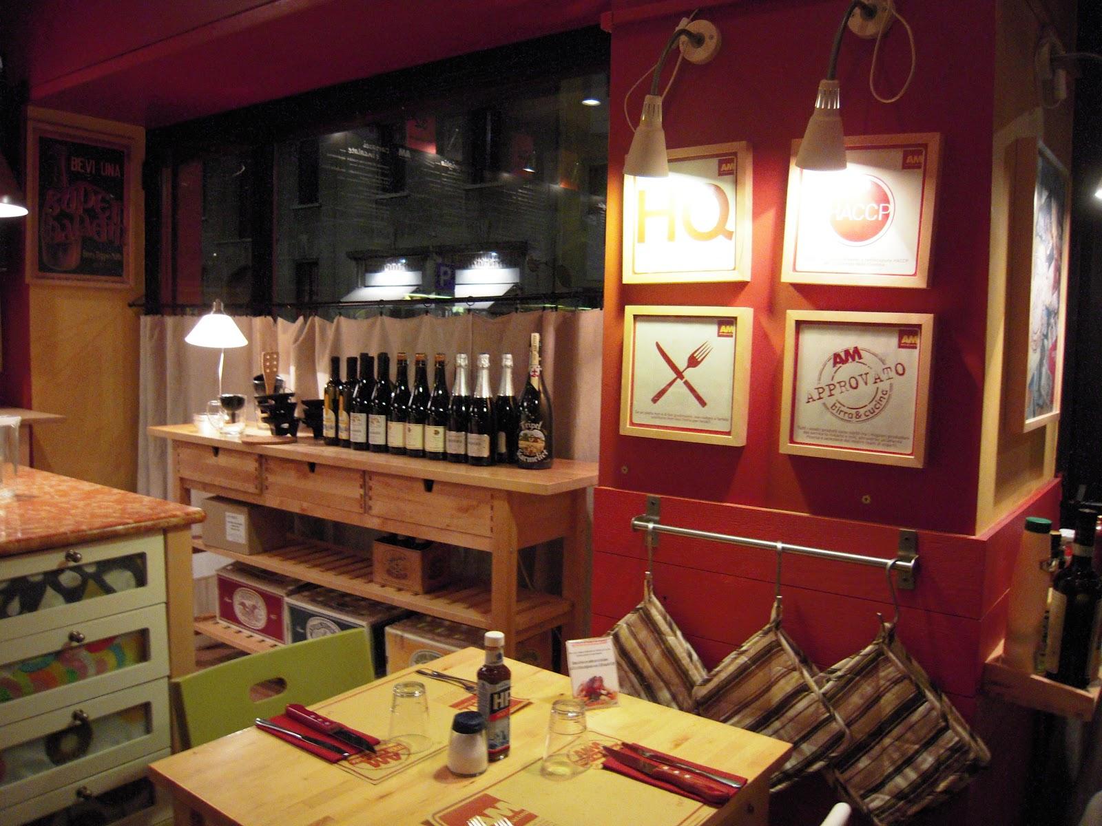 """Il Locale è Moderno Ma Accogliente In Pieno """"Ikea Style"""" Sia  #A98422 1600 1200 Ikea Tavoli Per Pizzeria"""