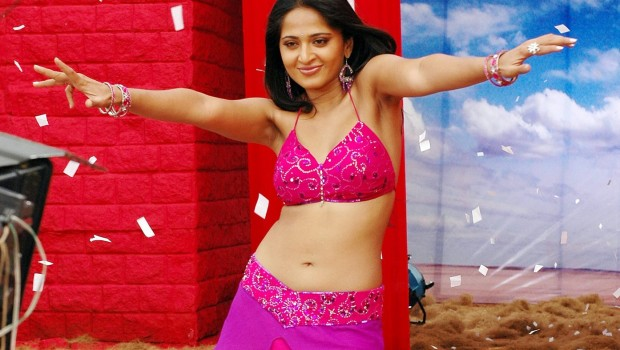Anushka Hot in Irandam Ulagam Latest Stills