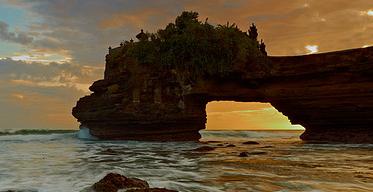 Tempat Wisata di Lombok Pura Batu Bolong