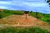 Vende-se um terreno com alicerce no bairro da Lapinha, em Mairi
