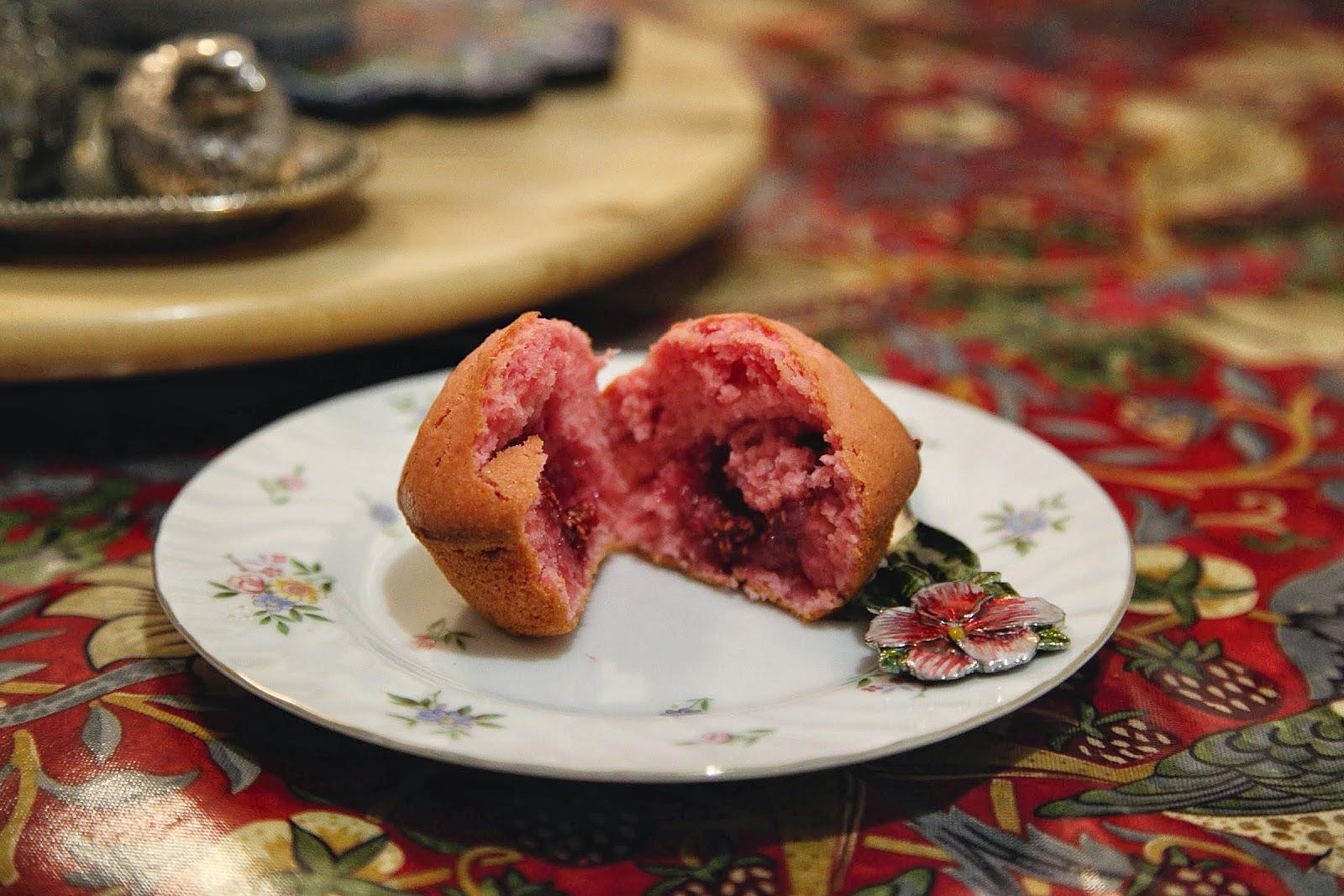 розовые кексы маффины малина алиса в стране чудес
