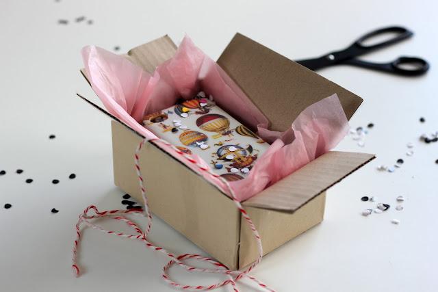 pakke fra etsy.com presentert omtrent slik den ankom. With Designs