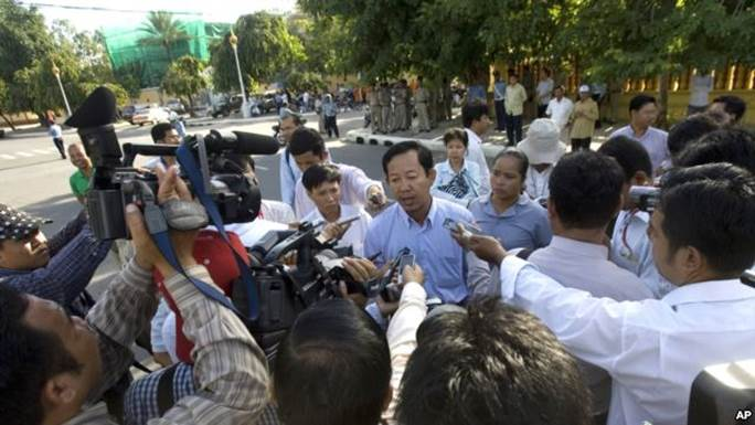 http://kimedia.blogspot.com/2014/03/phnom-penh-denies-unions-permission-for.html