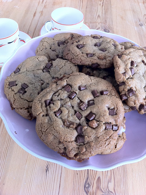 chocolate chip cookie recipe, chewy cookie recipe, best cookie ever,