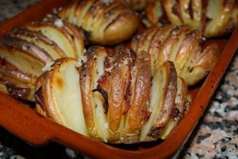 Patatas Hasselback con bacon