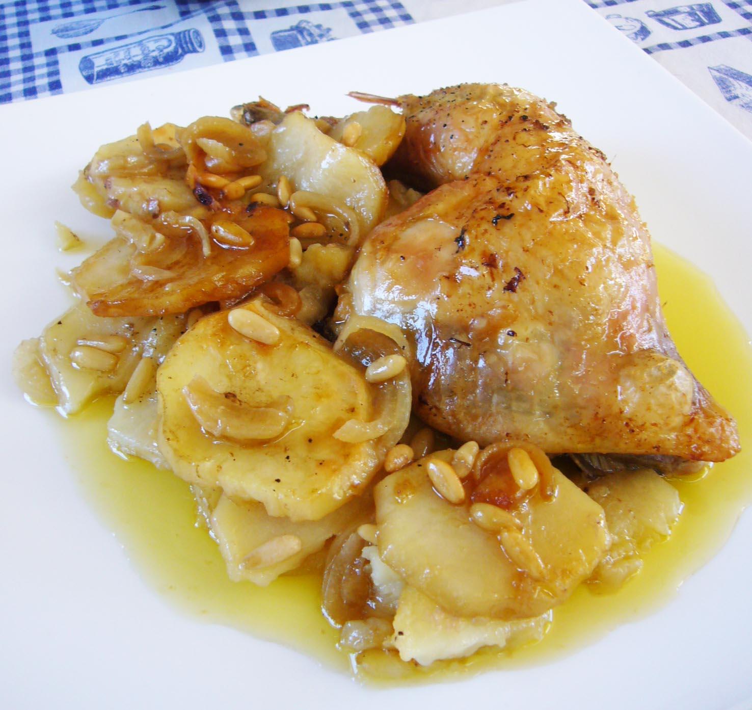 Las recetas de Lola: Pollo al horno con patatas y piñones