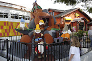 Downtown Disney Lego Statues (lego store statues )