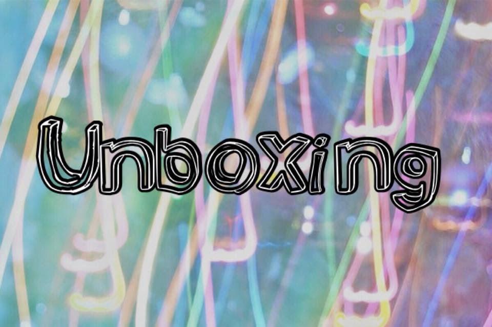http://bornbetweenbooks.blogspot.com.ar/2014/08/unboxing.html