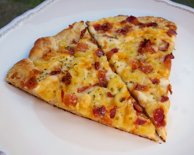Macaroni and Cheese Pizza - alfredo sauce, macaroni, cheese and bacon pizza - SOOO good! Kids (and adults) gobble this up!!