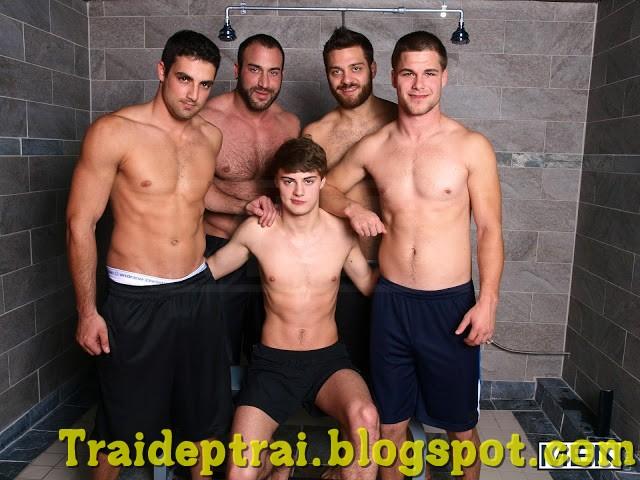 5 Anh Chàng Đẹp Trai Cu To Trong Phòng Tắm