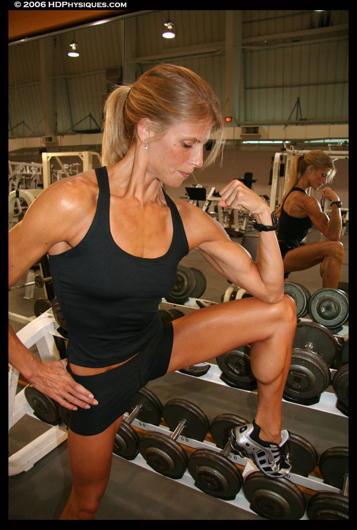 Lindsey Boswell Flexing Her Bicep And Calf At The Gym
