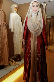 Foto Oki Setiana Dewi Baju Pengantin Muslim Tren 2014