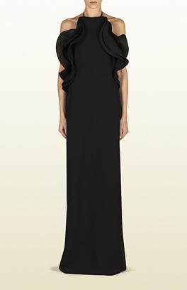 siyah kolsuz elbise, yakası kolları volanlı kabaık elbise