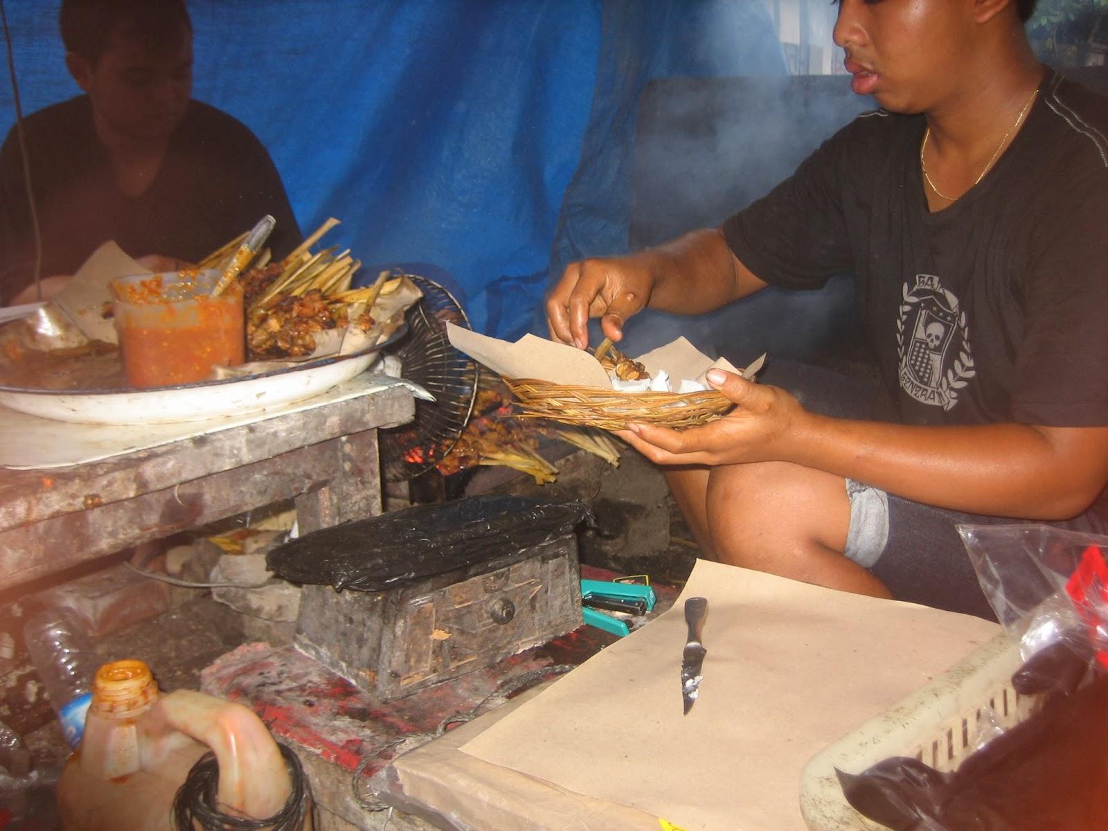 ubud-bali-indonesia-street-food-satay