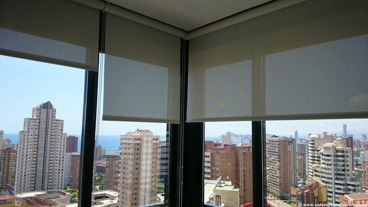 Decoracion interior cortinas verticales estores enrollables puertas plegables toldos - Estores enrollables ...