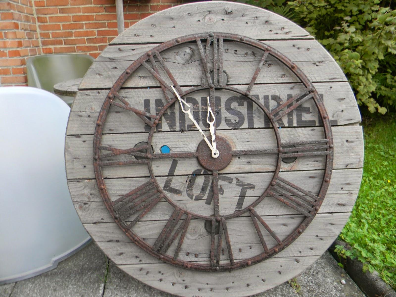 L 39 atelier tic et tac horloges faites a partir de touret for Horloge atelier