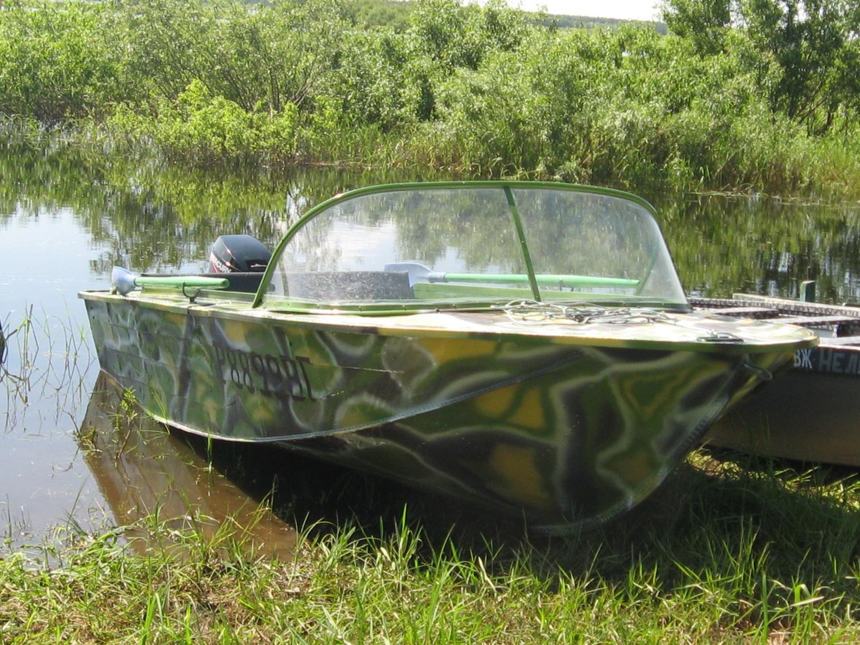 Лодка Южанка 2 удобна для рыбалки