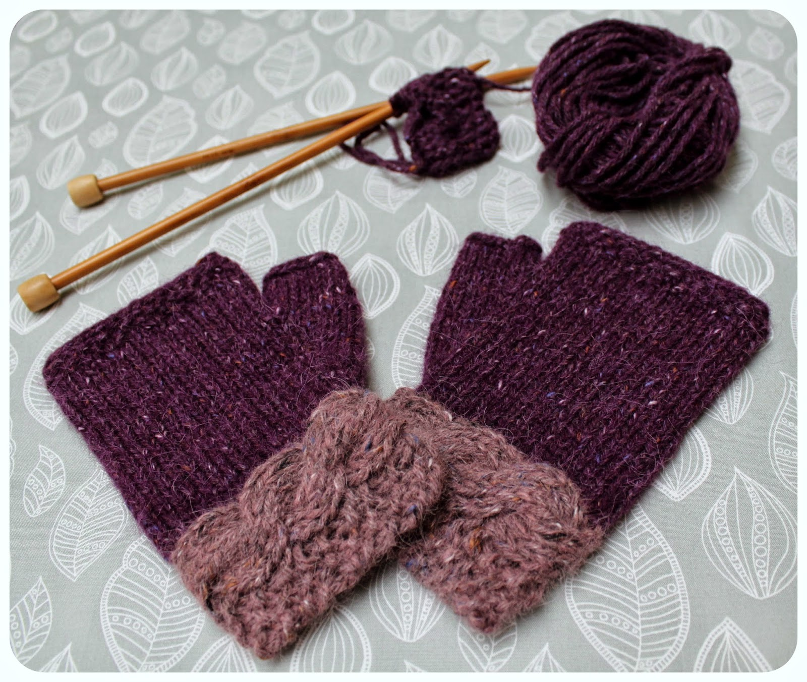 Hand Knitted Things: Mulberry Fingerless Gloves