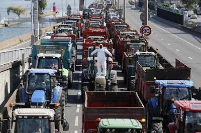 Người nông dân chặn các tuyến đường cao tốc.