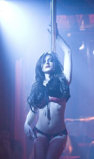 lindsay lohan stripping on pole