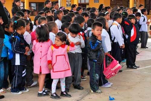 Padres de familia cierran colegio San Gerónimo por epidemia de hepatitis