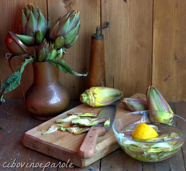 taglio carciofi e immersione in acqua e limone
